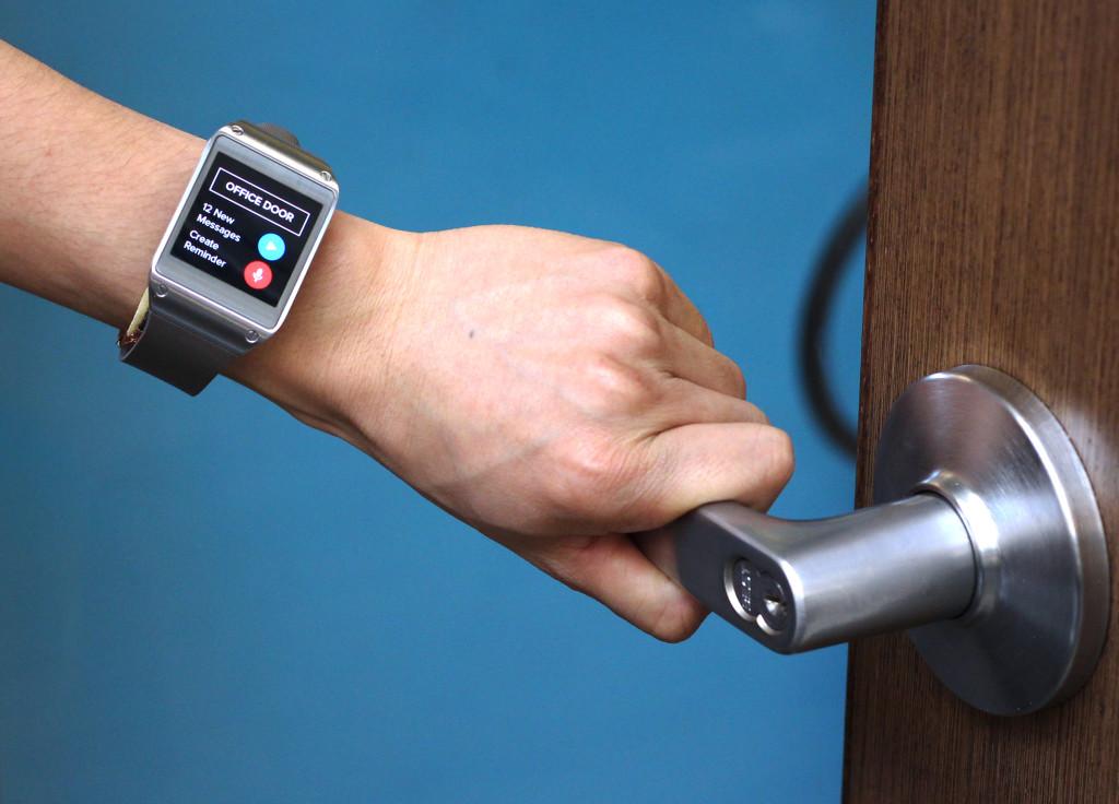"""智能手表Em-Sense,让你身边的锅碗瓢碰也""""动起来"""""""